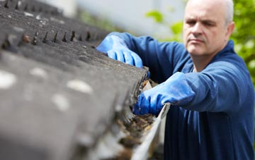 cleaning and inspecting East Renfrewshire roofs